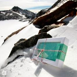 """Die """"Tiroler Reine - Gletschermilch"""" oben auf dem Stubaier Gletscher."""