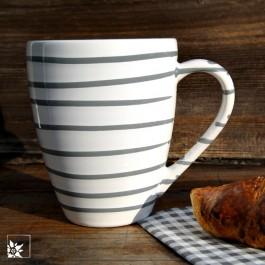 """Kaffeebecher """"Grau Geflammt"""" von Gmundner Keramik."""