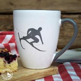 Gmundner Keramik Kaffeebecher Skifahrer Toni, grau. (Lieferung ohne Dekoration)