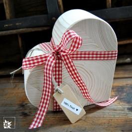 Das Holzherz 18 x 15 cm. Hier in einem Schichtholz. Kleine Risse können auch in dieser Variante nicht komplett ausgeschlossen werden.