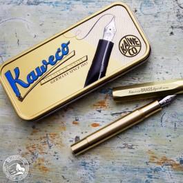 Der Kaweco Brass Füllhalter wird in einer attraktiven Metallbox geliefert.
