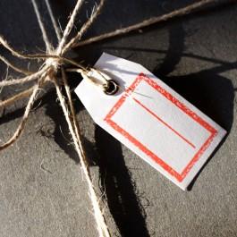 Mini Geschenkanhänger mit rotem Stempel