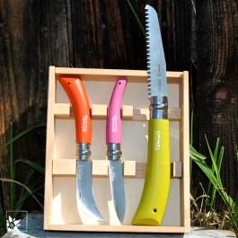Das dreiteilige Set bestehend aus Gartenmesser, Hippe und kleiner Handsäge.
