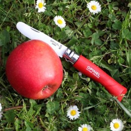 Das Kindertaschenmesser von Opinel mit rotem Griff aus Buchenholz. (Lieferung ohne Dekoration)