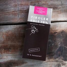 Tiroler Edle Schokolade Pusissima Maxima ist ohne Zucker oder Zuckerersatzstoffe hergestellt.