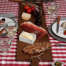 Ein Brett - eine Tafel! Das XXL-Küchenbrett in dunkler Eiche ist eines unserer Lieblingsteile! (Lieferung OHNE Dekoration)