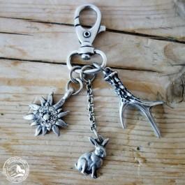 Schlüsselanhänger Hase mit Edelweiß mit Glaskristallen und Geweih