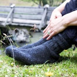 Unterwegs sind die Socken wärmende  Begleiter. Hier: im Stubaital/Tiroler Alpen.
