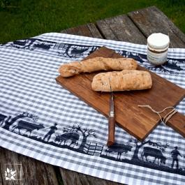 """Der Tischläufer """"Alpfahrt"""" mit traditionell eingewebter Bordüre mit Alpenmotiv. (Lieferung ohne Dekoration!)"""