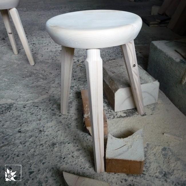 holzhocker stubaital tirol unikat fichte alpen. Black Bedroom Furniture Sets. Home Design Ideas