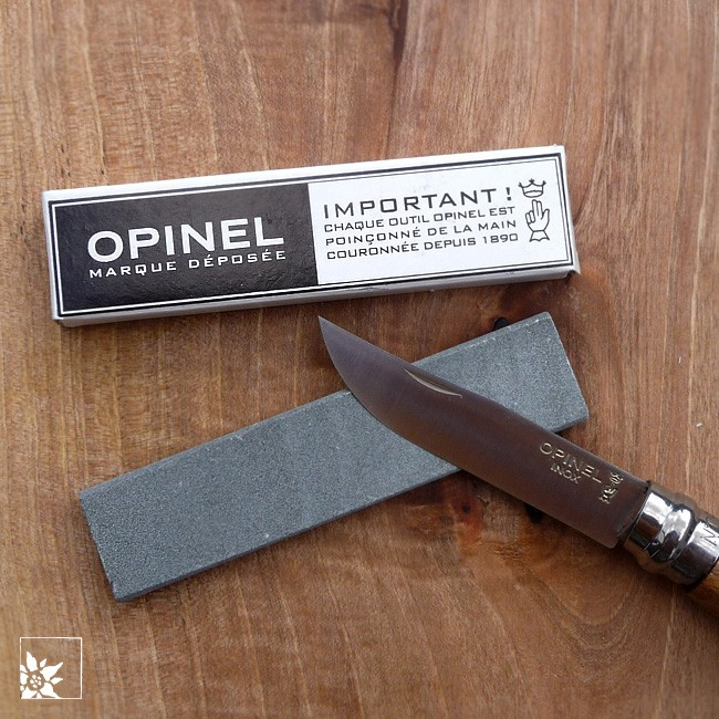 opinel naturschleifstein klein alpen shop wohlgeraten. Black Bedroom Furniture Sets. Home Design Ideas