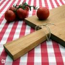 Handliches Holz-Küchenbrett aus Eiche geölt mit Griff. (Lieferung ohne Dekoration)