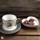 """Die Espressotasse """"Grauer Hirsch von Gmundner in Kombination mit einer graurandigen Untertasse."""