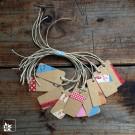 Die 10 Geschenkanhänger sind von Hand gestaltet und fallen immer verschieden aus.