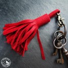 Steiner 1888 Schlüsselanhänger mit Fransen – Rot (Lieferung ohne Schlüsselbund)