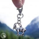 Der Schlüsselanhänger mit dem Steinbock im Steinbock-Paradies Pontresina in Graubünden (Schweiz)